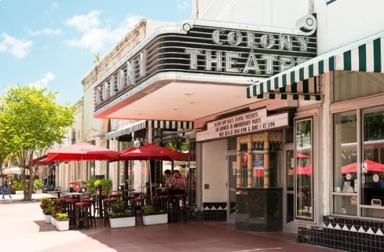 egyeni-utazo-artdeco-colony-theatre-florida-miami
